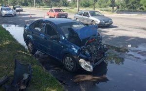 У Запоріжжі на Бабурці легковик врізався в маршрутку: є постраждалі - ФОТО