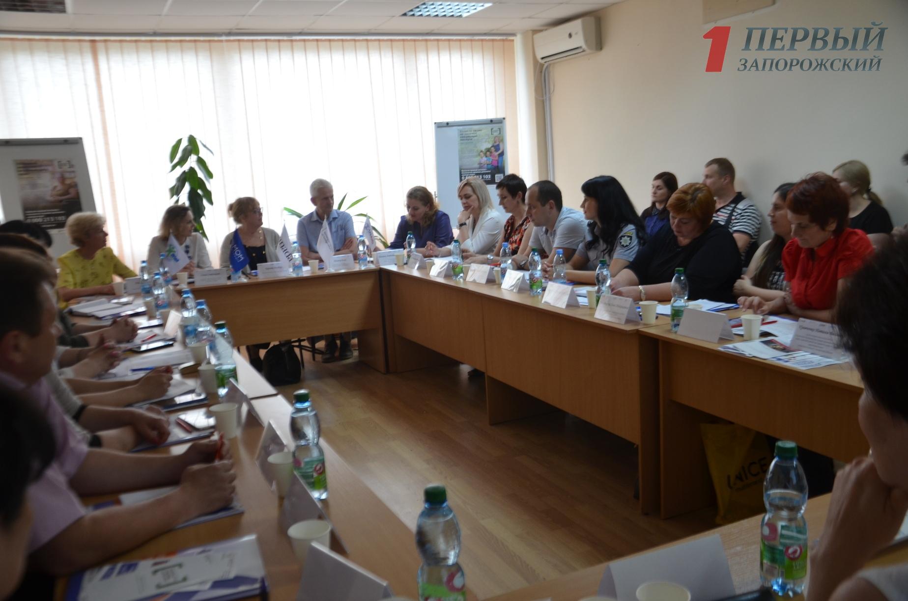В Запорожье проходит круглый стол по вопросам противодействия торговли людьми – ФОТО