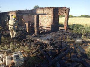 У Запорізькій області згоріла господарська споруда - ФОТО
