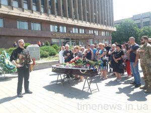 В Запорожье на площади Героев простились с ветераном