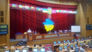 Депутати Запорізької обласної ради зібралися в сесійній залі, аби продовжити роботу з березня - ФОТО
