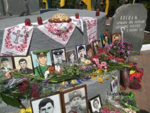 В Запорожье состоялся митинг-реквием памяти военнослужащих, погибших в мирное время - ФОТО
