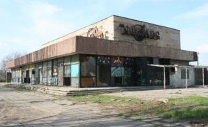 У Запоріжжі напівзруйнований кінотеатр «Космос» захотіла взяти в оренду фірма для будівництва торгово-оздоровчого центру