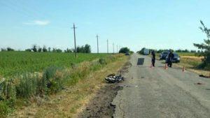 На запорожской трассе столкнулись «Volkswagen» и мопед: есть погибший - ФОТО