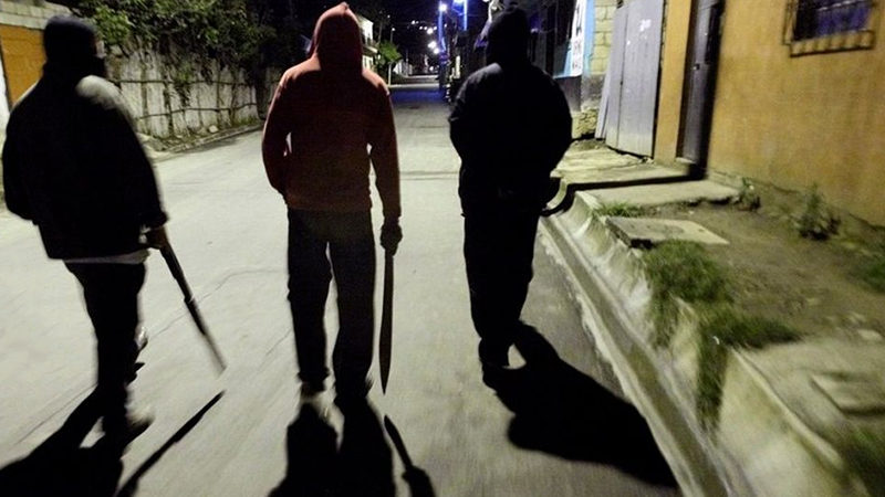 У Запоріжжі двоє молодиків побили на вулиці чоловіка
