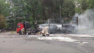 У центрі Запоріжжя згоріла фура служби доставки - ФОТО