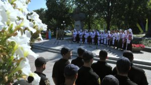 У Запоріжжі до Дня Конституції відбувся мітинг біля пам'ятника Шевченку - ФОТО