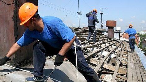 В Запорожье отправили под суд инспектора технадзора, который согласовывал некачественные ремонты крыш