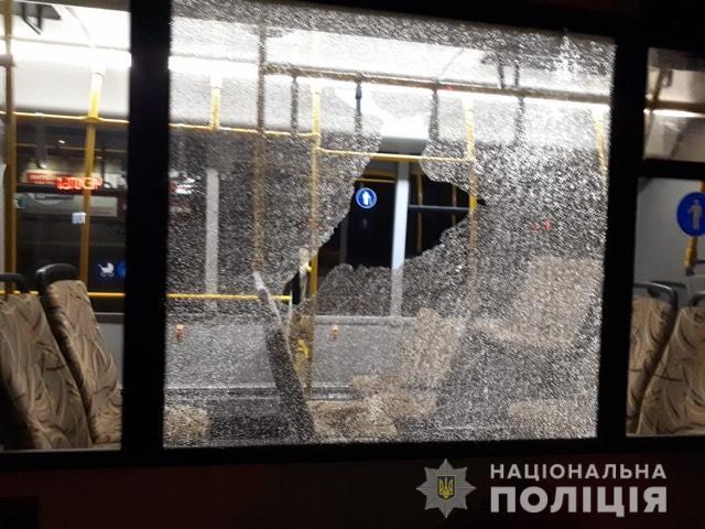 В Запорожье неизвестные разбили стекла муниципального автобуса «Запорожэлектротранс»