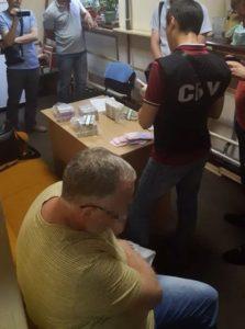 В Запорожье землеустроитель погорел на миллионной взятке - ФОТО