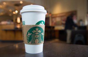 Пассажиры запорожского аэропорта уже могут одними из первых попробовать кофе Starbucks