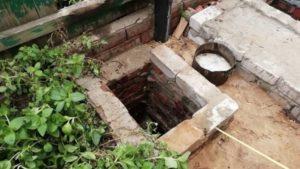В Запорожье полуторагодовалая девочка упала в выгребную яму