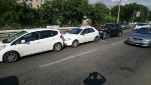 В Запорожье на дамбе автоледи спровоцировала тройное ДТП - ФОТО