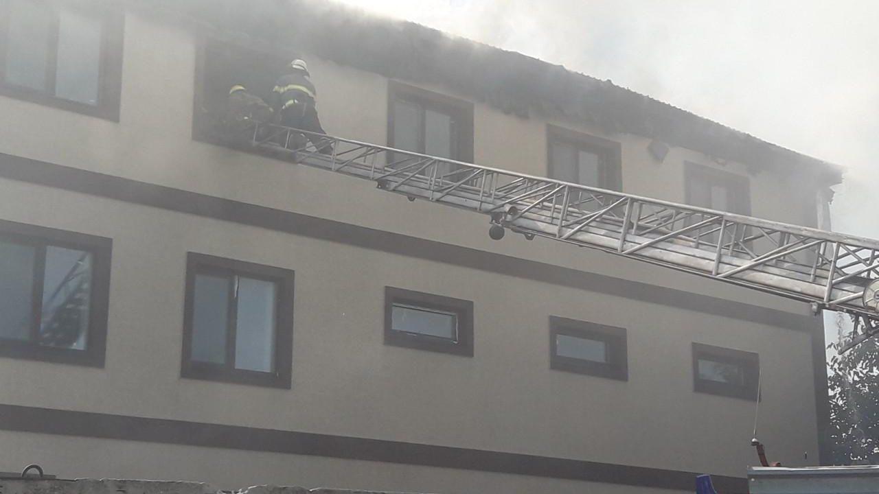 В Запорожской области огнем охватило здание популярного SPA-комплекса - ФОТО