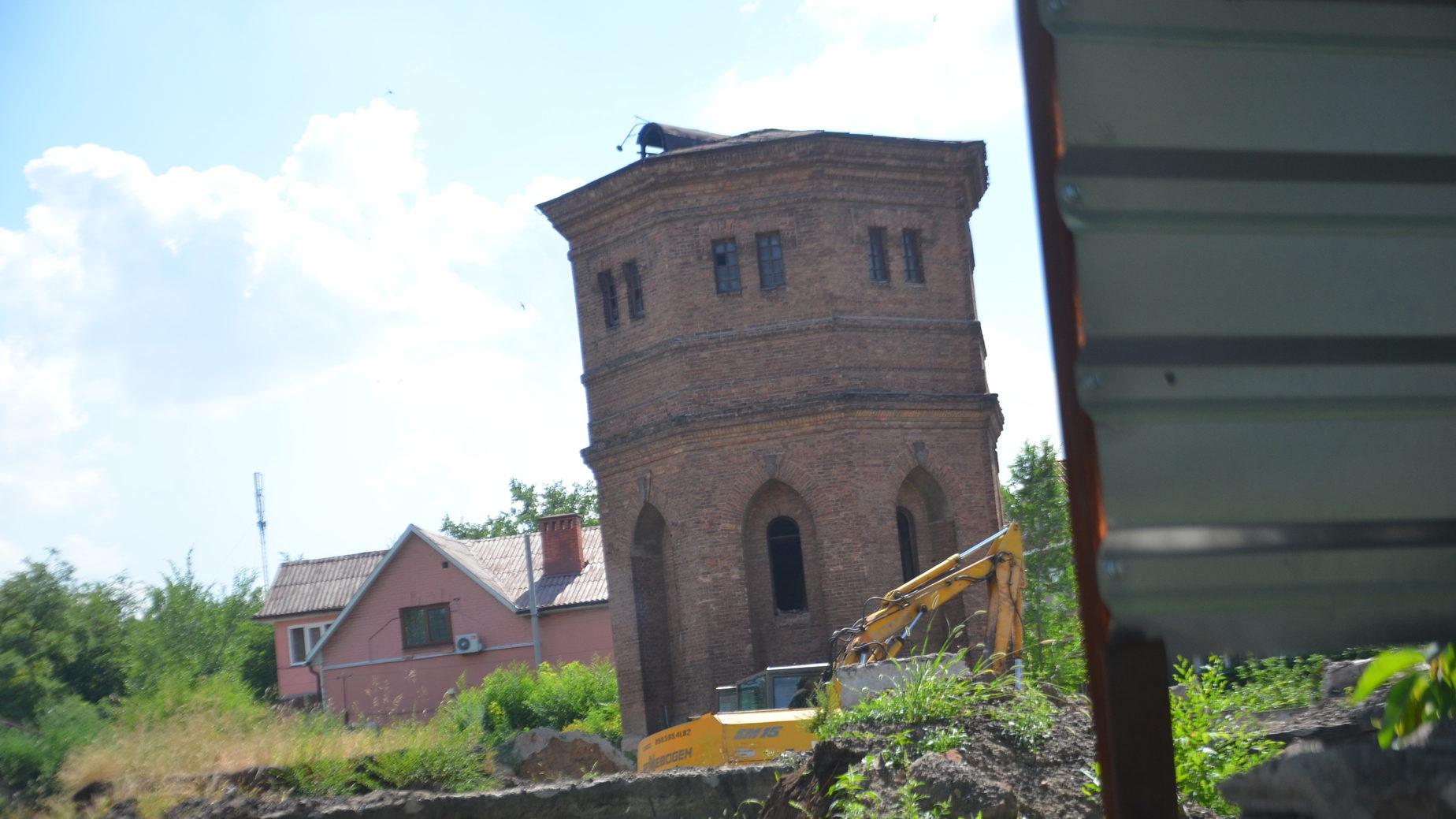 У Запоріжжі суд зняв заборону з території біля водонапірної башти на Іванова: бізнесмени почали будувати торговий комплекс - ФОТО
