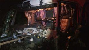 В Запорожской области на трассе столкнулись две фуры: спасатели извлекли водителя из покореженной кабины – ФОТО