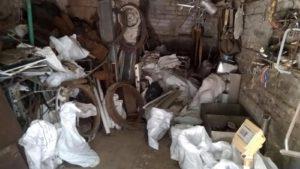 Житель Запоріжжя організував вдома незаконний пункт прийому металобрухту та алкоцех - ФОТО, ВІДЕО