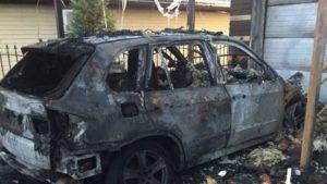 У Запоріжжі на Бабурці в результаті пожежі будинку і гаража згорів дотла автомобіль BMW X5