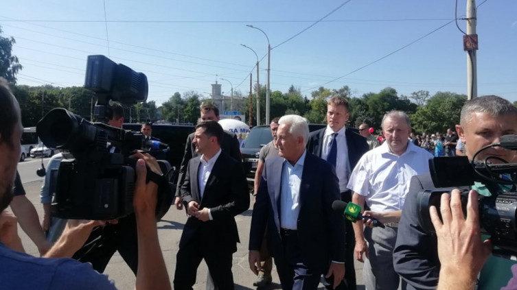Президент Зеленский посетил в Запорожье плотину ДнепроГЭС - ФОТО
