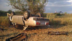 На запорізькій трасі перекинувся легковий автомобіль: загинув водій - ФОТО