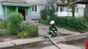 В Запорожье произошел пожар в многоэтажке: женщина умерла в больнице