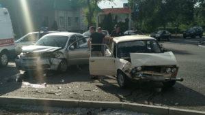 В Запорожской области на перекрестке столкнулись две легковушки - ФОТО, ВИДЕО
