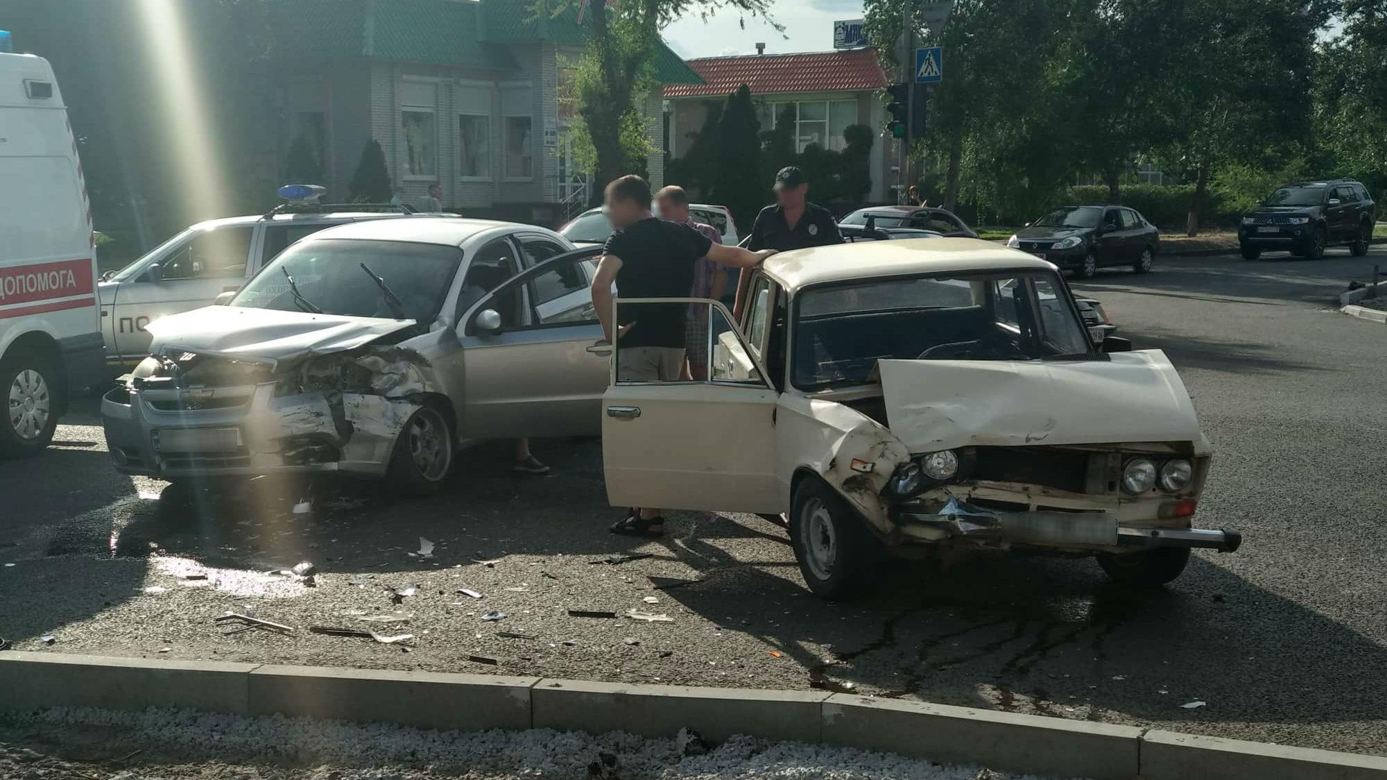 У Запорізькій області на перехресті зіткнулися два легковики - ФОТО, ВІДЕО