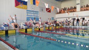 Понад 300 спортсменів з'їхалися в Запоріжжя на Кубок з плавання - ФОТО