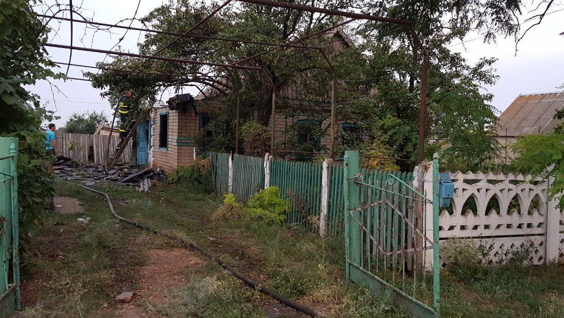 У Запорізькій області через коротке замикання електропроводки майже дотла згорів житловий будинок - ФОТО