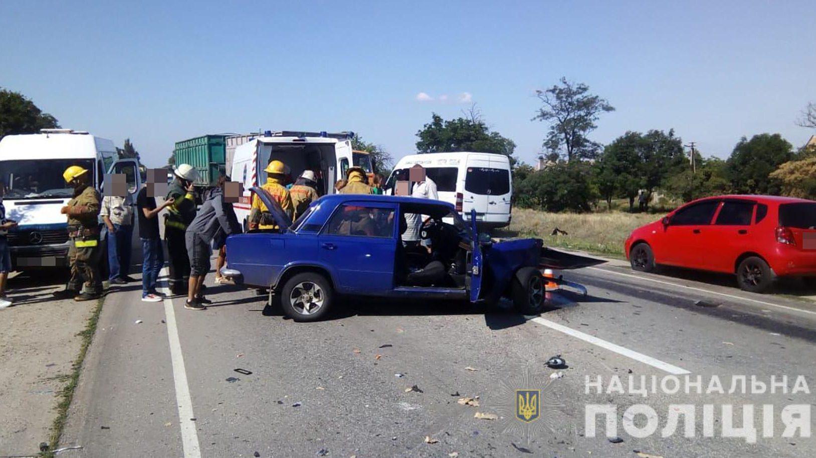 На трасі в Запорізькій області сталося потрійне ДТП: є постраждалі - ФОТО