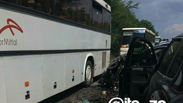 Під Запоріжжям сталася серйозна аварія на трасі: в ДТП потрапила колона автобусів, що перевозила  дітей - ФОТО