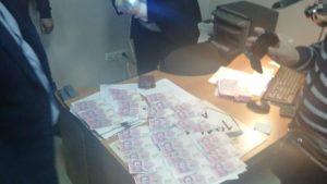 У Запоріжжі поліцейські розшукують людей, у яких вимагали гроші чиновники Держспоживслужби