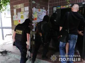 Полиция вручила подозрение водителям джипов, которые под Бердянском блокировали колонну автобусов с детьми