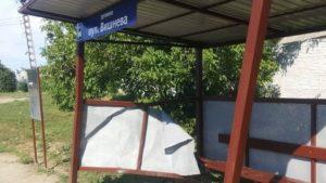 В Запорожской области микроавтобус врезался в новенькую остановку