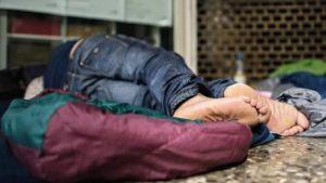 В Запорожье полиция открыла уголовное дело в отношении подростков, которые набросились с кулаками на бомжей