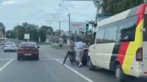 Вихідними в Запоріжжі сталася бійка між маршрутником та молодим водієм