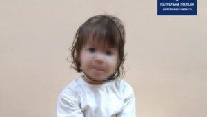 Сама вдома: в Запоріжжі жінка залишила дитину в квартирі та пішла