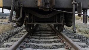 В Запорізькій області чоловік кілька разів намагався вкоротити собі віку під колесами поїзду