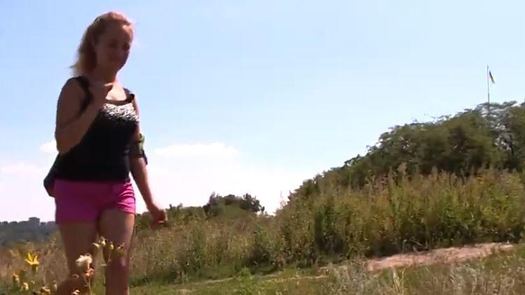 Девушка из Кушугума покорила почти 1000-метровую гору, несмотря на диагноз ДЦП, - ВИДЕО