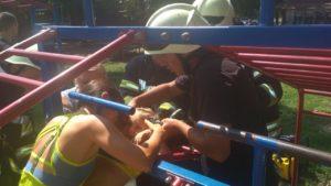 Запорізький малюк застряг головою у дитячій драбині