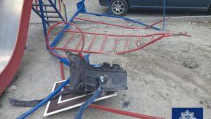 В Запорожье водитель влетел в детскую площадку и задел два автомобиля, - ФОТО