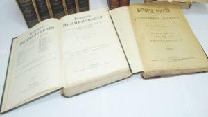 У запорізькому аеропорту американець незаконно намагався вивезти старовинні книги, – ФОТО