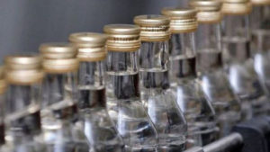 У Мелітополі виробляли алкогольний фальсифікат, який продавали на запорізьких курортах