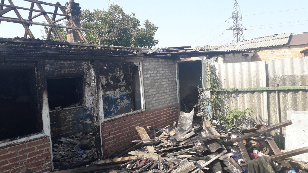 В Мелитополе во время пожара пожарные спасли 25-летнего мужчину, – ФОТО