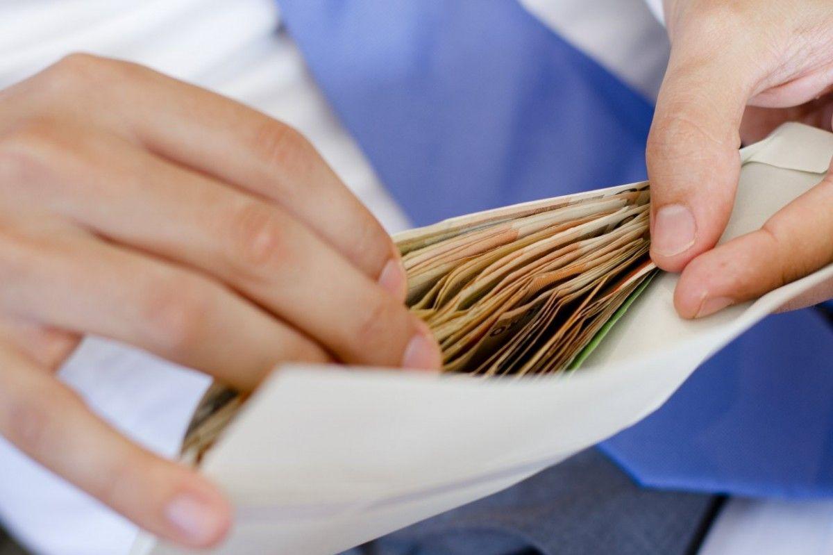 В Запорожье налоговики проводят проверки бизнеса и штрафуют за нелегальных работников