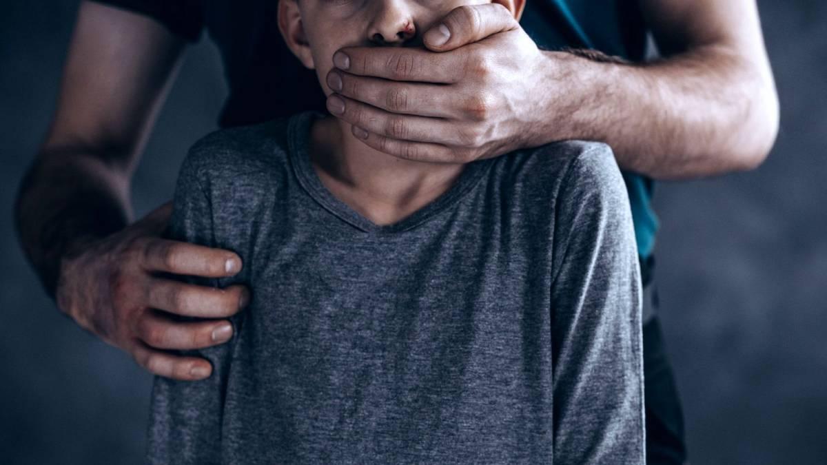 Зеленский ветировал закон о принудительной кастрации педофилов
