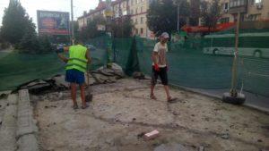 В Запоріжжі почався ремонт однієї з понівечених зупинок на проспекті