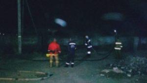 В Мелитополе произошел ночной пожар рядом с жилыми домами, - ВИДЕО