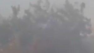 В Запорожской области из-за пожара одну из улиц окутал дым: жителям трудно дышать - ВИДЕО