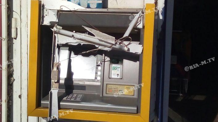 В Мелитополе неизвестные пытались разгромить банкомат